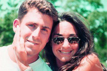 couple-colombian-women