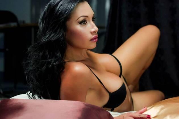 Colombiana de medellin con 20 anos masturbando conjo y culo - 3 part 1