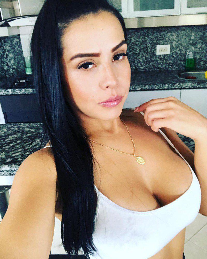 colombian-women-latina-women-christian-hispanic-carolinacerquera3